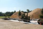 Bepflanzung und Holzpavillon